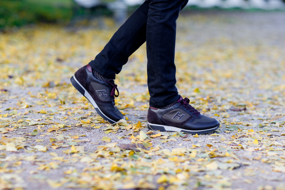 BLOG-MODE-HOMME-dandy-hogan-sneakers-luxe-bordeaux-paris-acne-studios-manteau-long-bleu-ikks-pull-jeans-apc-petit-standard-noir-hype-look