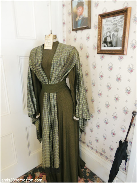 Lizzie Borden Bed & Breakfast Museum: Vestido de Elizabeth Montgomery en la Película