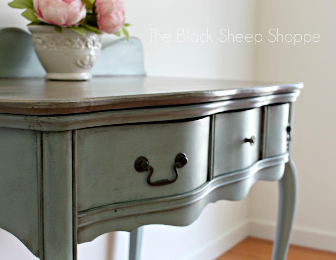 Serpentine drawer fronts