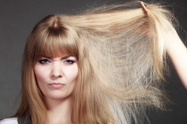 Penyebab dan Tips Mengatasi Rambut Rontok dan Bercabang