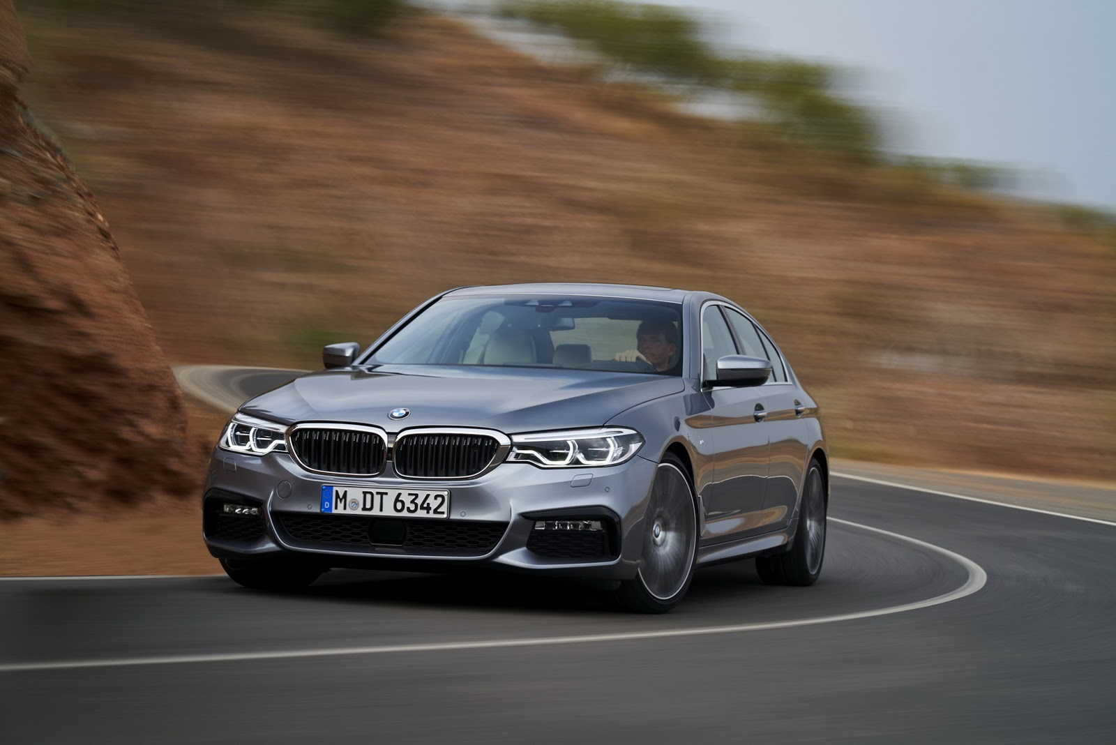 2017-BMW-5-Series-45.jpg