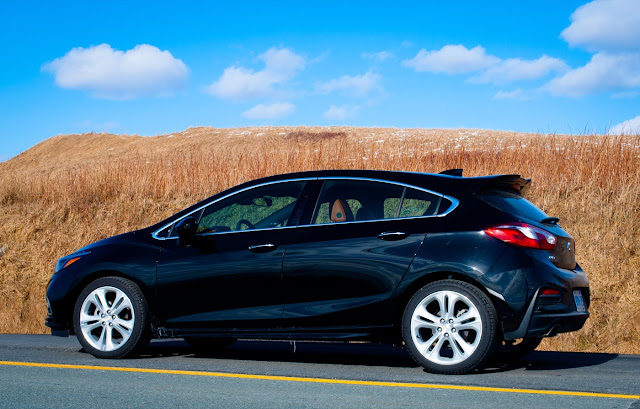 review 2017 chevrolet cruze hatchback premier a good car in need of a good powertrain good. Black Bedroom Furniture Sets. Home Design Ideas