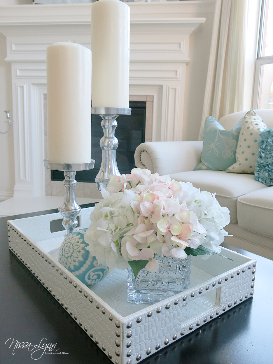 Nissa lynn interiors holiday coffee table decor Coffee table decorating ideas
