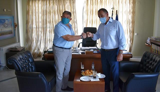 ΥΕΘΑ Παναγιωτόπουλος: Φόρεσε μάσκα και επισκέφθηκε το Δήμαρχο Νέστου (ΦΩΤΟ)