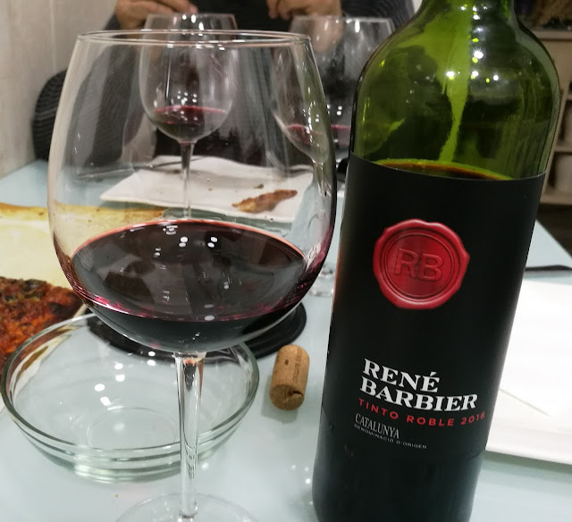 Saboreando el vino Tinto Roble de René Barbier