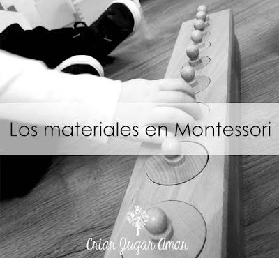 Los materiales es el tercer pilar del Método Montessori. Cuando hablo de materiales no solo no me refiero a los que existen en el mercado, si no a la actividades de la vida diaria con las que también podemos trabajar, o a materiales caseros que podemos hacer nosotros mismos.