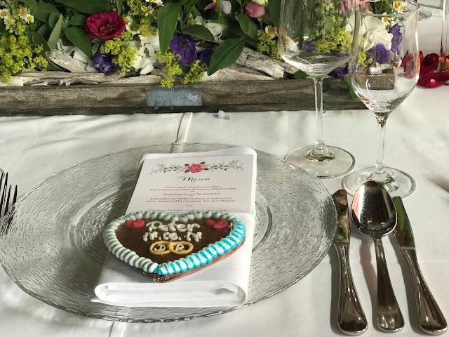 Tischdekoration, Bunte Sommerblumen-Hochzeit am See und in den Bergen, Riessersee Hotel Garmisch-Partenkirchen, Bayern, nahe der Zugspitze, Hochzeitsplanerin Uschi Glas
