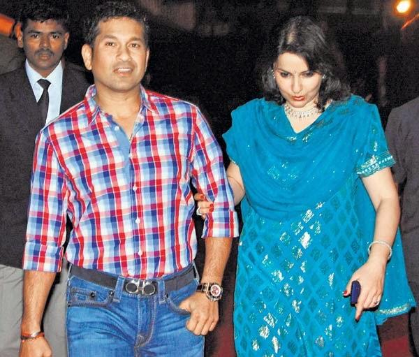 Sachin Tendulkar With His Beautiful Wife Latest Pictures ... Sachin Tendulkar Wife