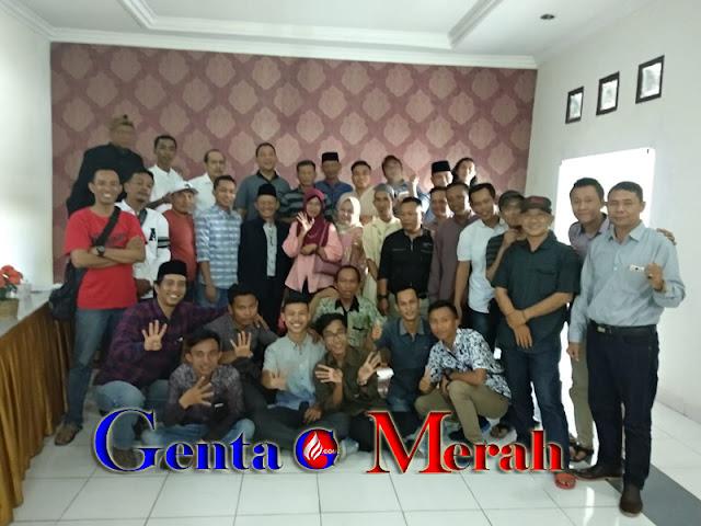 Beri Dukungan Moril, Paguyuban Wartawan Lamteng Sambangi Mustafa