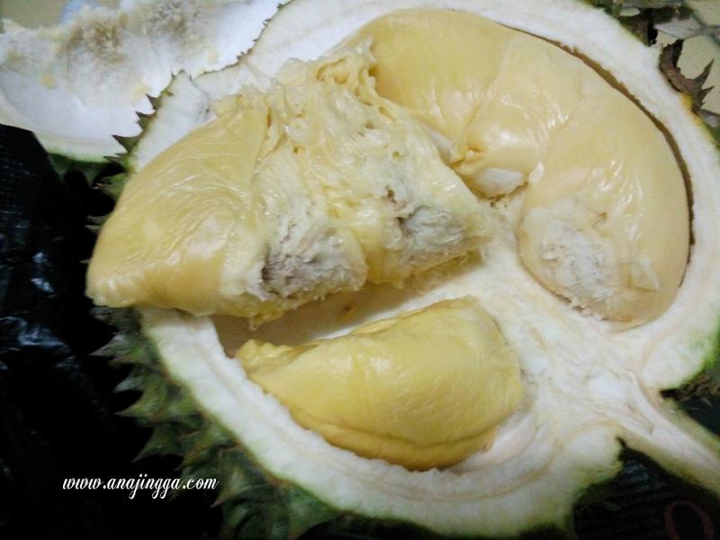 Apa yang sedap di makan dengan durian ?