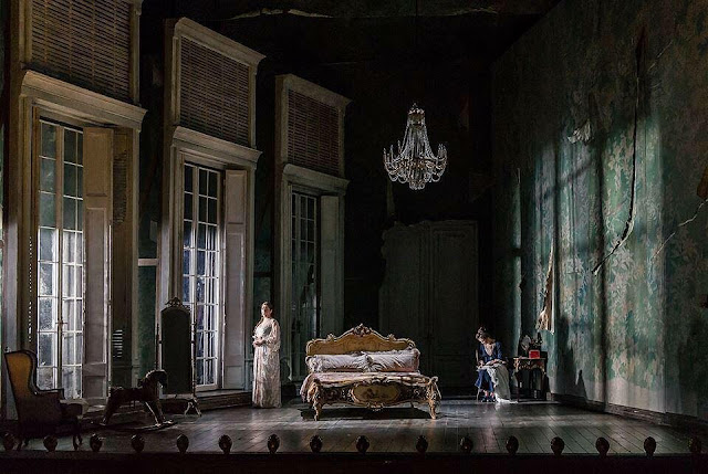 The Marraige Of Figaro - Opera North - Directed by Jo Davies.  Set and costume design by Leslie Travers. Photo - Clive Barda