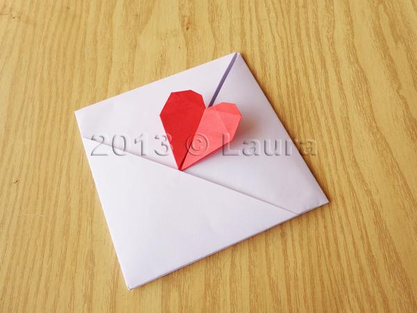 Amato Laura fa: Busta con cuoricino, segnalibro e scatolina origami YF62