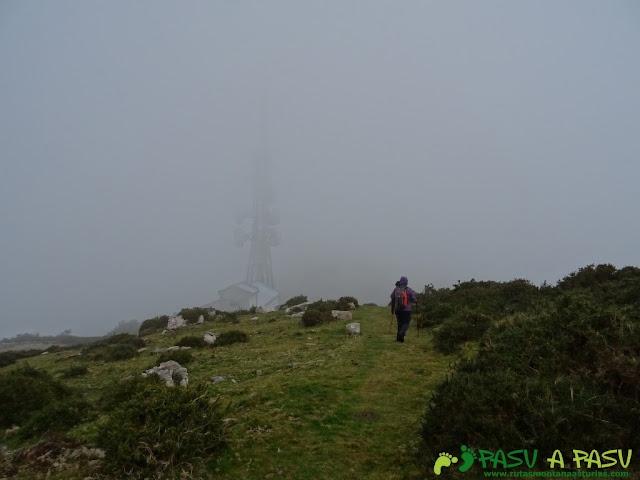 Ruta al Pico Gobia y La Forquita: Antenas de telecomunicaciones en el Fitu