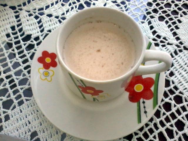 Achegue-se! Mesa posta de pascóa, coelhinhos - mesa de café, leite com achocolatado