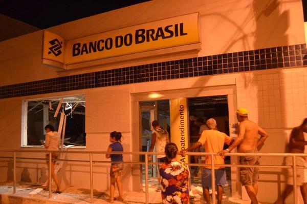 Bandidos explodem agência do Banco do Brasil em Jussiape-BA
