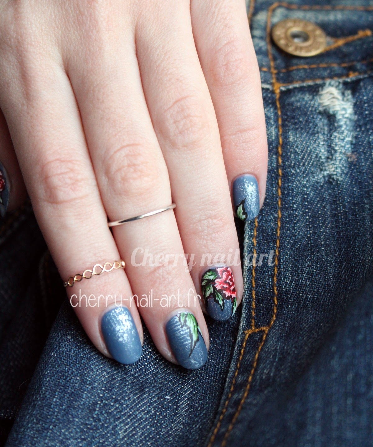 nail-art-jeans-denim-broderie-rose