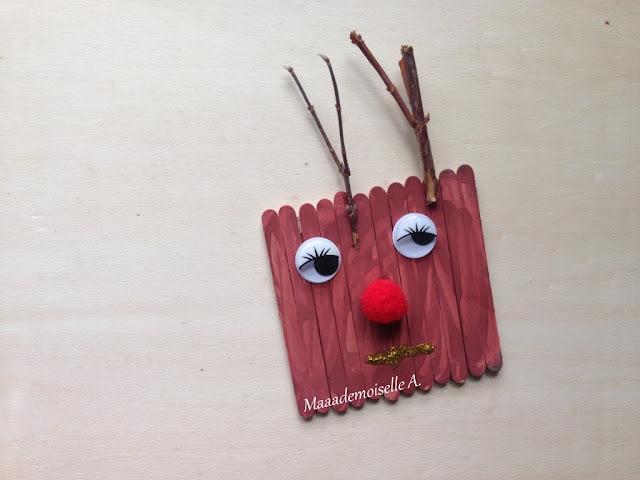 || Décorations de Noël avec des bâtonnets en bois ; sapins et renne