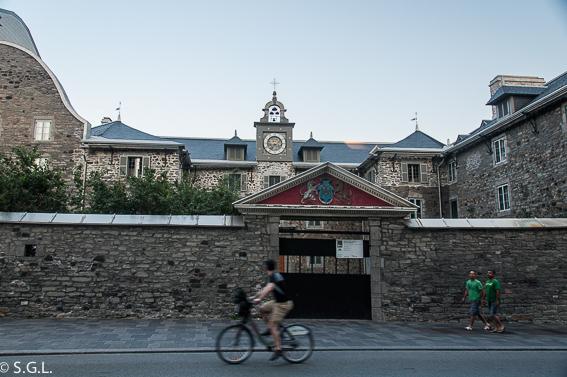 Old Seminary en plaza de armas Montreal. Canada