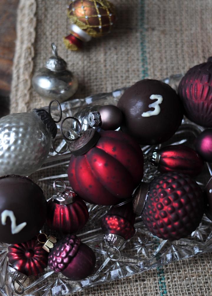easy yet beautiful DIY Chocolate Advent Calendar