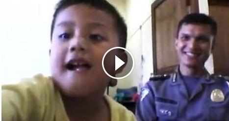 Video Polisi Dan Anaknya Yang Saling Sambung Ayat Ini Membuat Netizen Kagum
