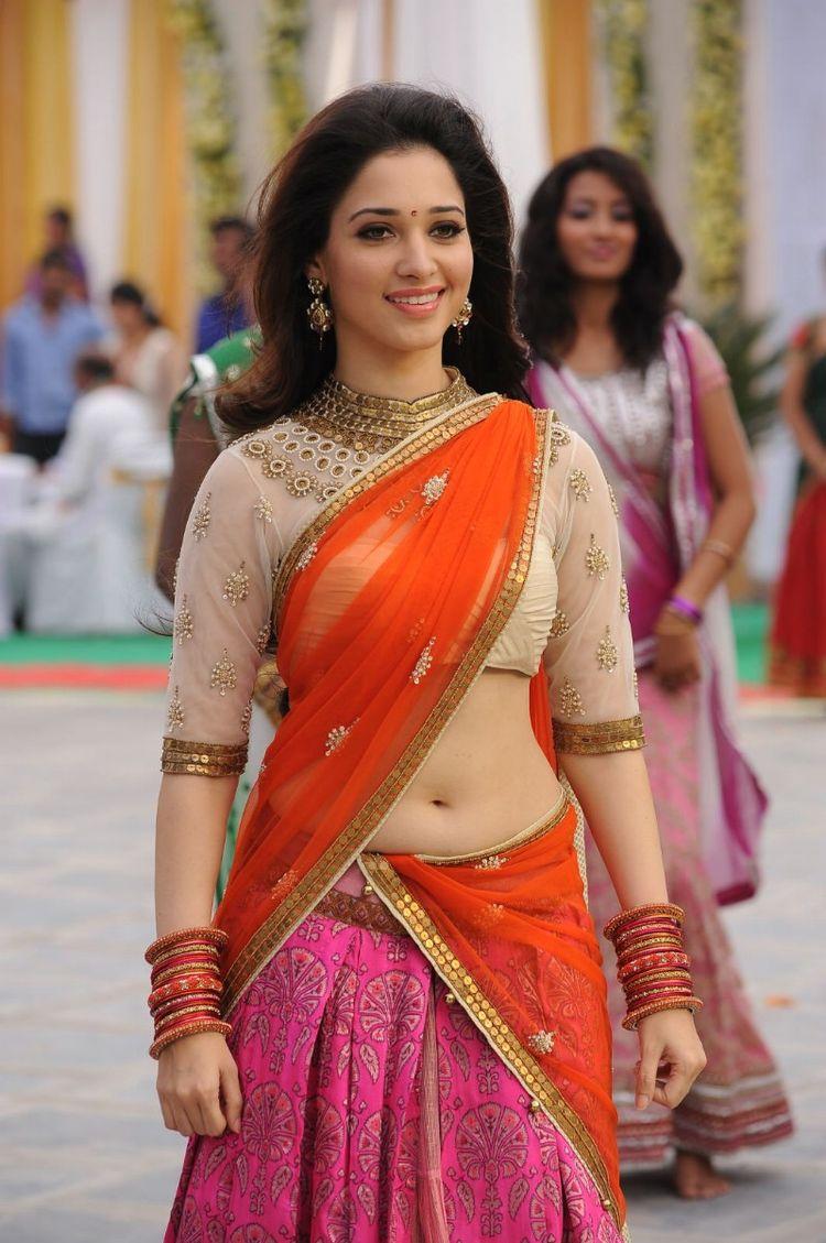 Tamannaah Bhatia Latest Navel Show Stills Photo  In Half Pink Saree