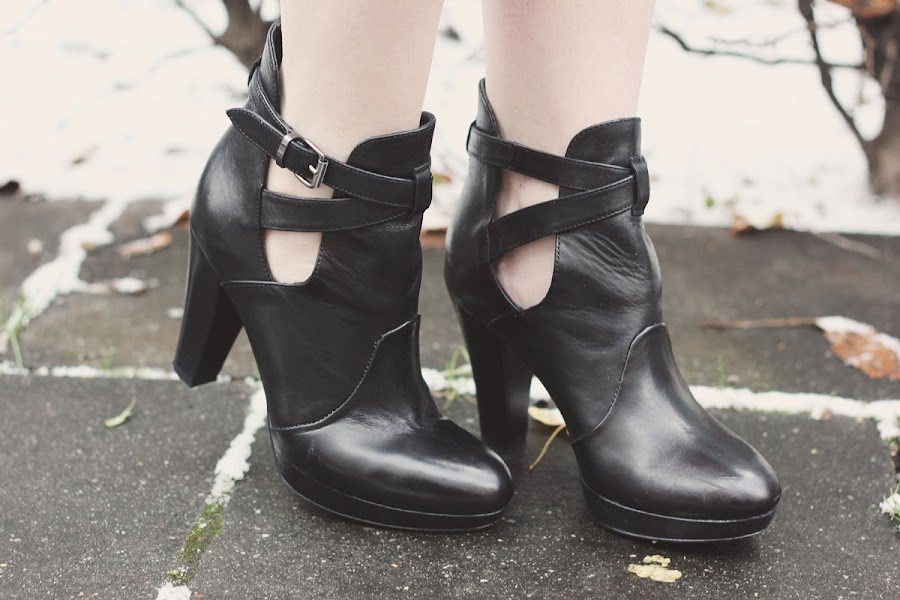 black cut out heeled boots