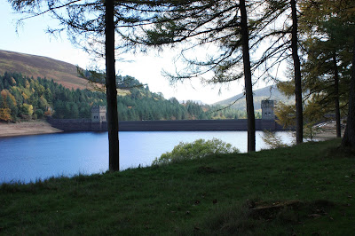 Photo of the dam, showing from a distance