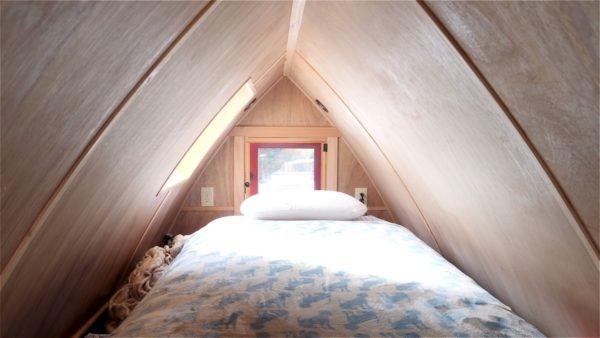 10-Zyl-Vardos-Fortune-Cookie-Tiny-House-Minimalist-Architecture-www-designstack-co