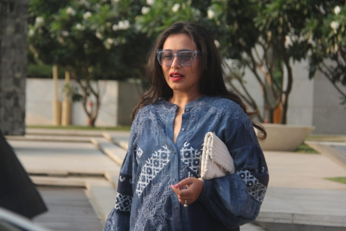Bollywood Actress Rani Mukerji spotted with friends at Bandra | Photos