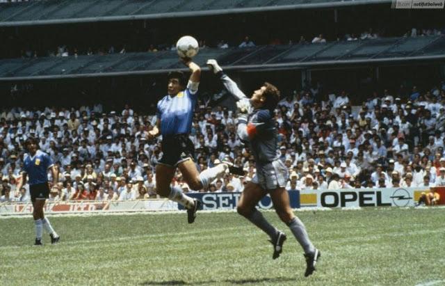 Hace 30 años Maradona pasó a la historia con la Mano de Dios