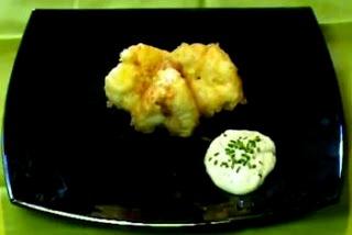Foto de un plato con coliflor rebozada