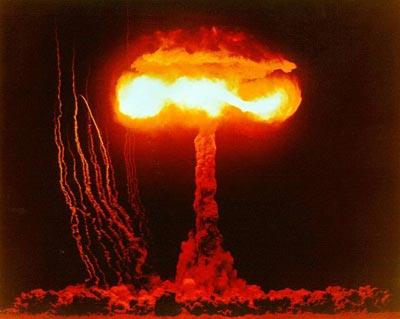 http://2.bp.blogspot.com/-JZIXnRnKrDw/ThtJS_MTeZI/AAAAAAAAAa4/JraywPk8uPs/s1600/nuclear_testing1.jpg