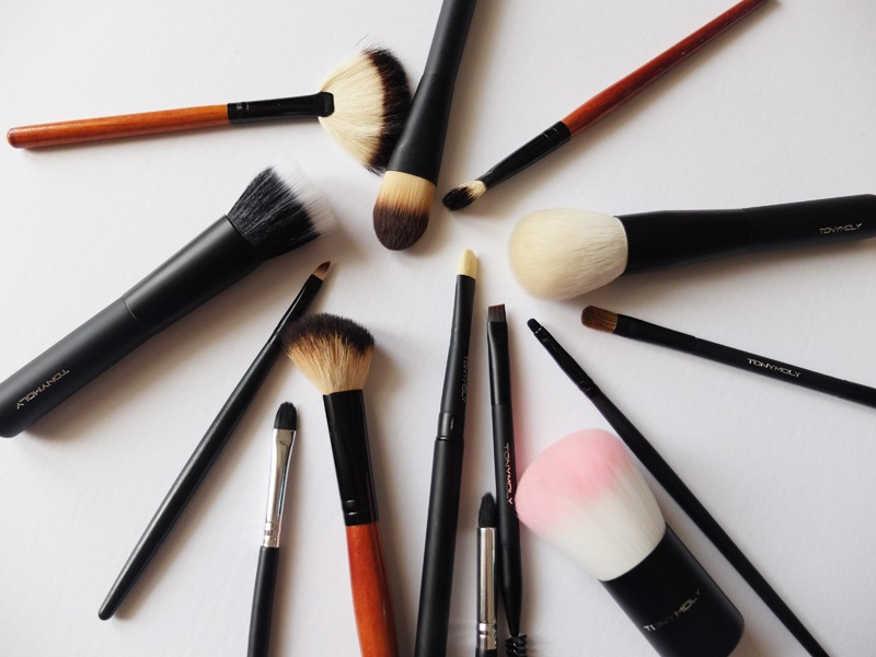 Makeup Brushes 101: Types, Uses, Cleaning and Storage - I Am Alexa ...