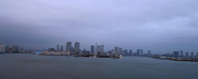 La ciudad de Tokio vista desde el Rainbow Bridge, el puente a Odaiba