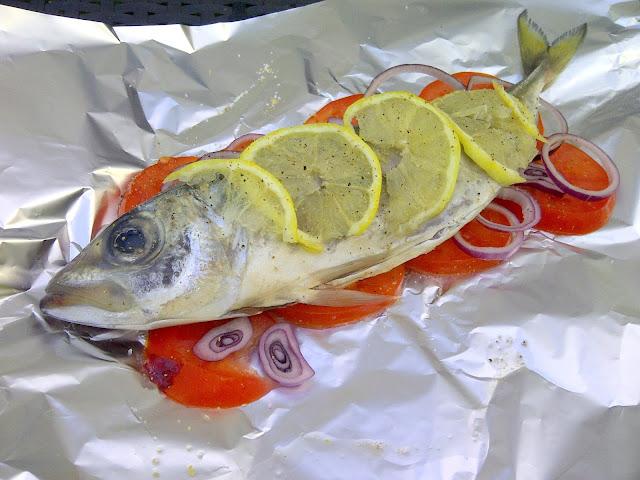 makreel vis in een pakketje bbq
