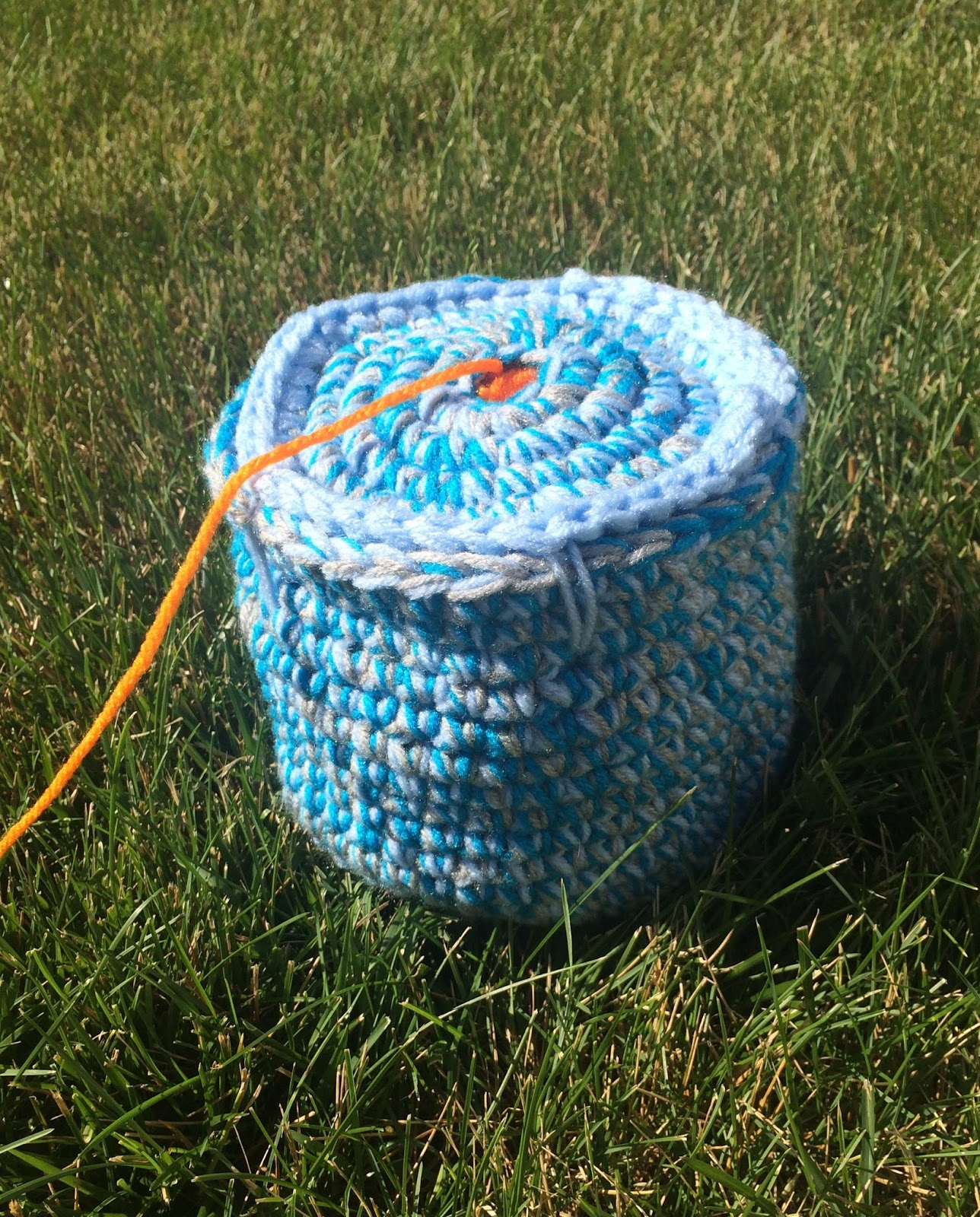 Crochet Pattern Yarn Holder : FREE Crochet Pattern for a Rolled Yarn Holder
