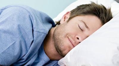 رجل نائم شاب سرير الارق النوم الراحه الاحلام man guy sleep bed dreaming dreams