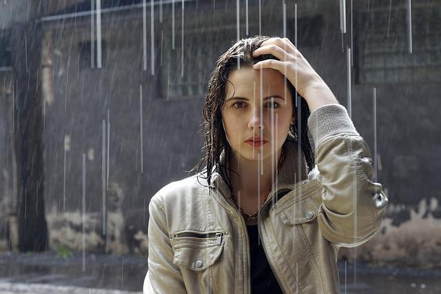 Tips Agar Pusing dan Sakit Kepala Saat Kehujanan