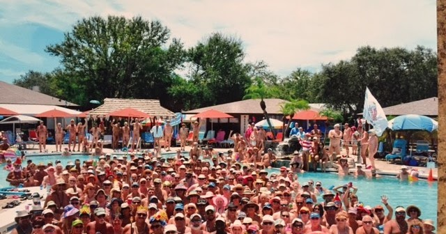 Party at the Pool - Photo de Cypress Cove Nudist Resort