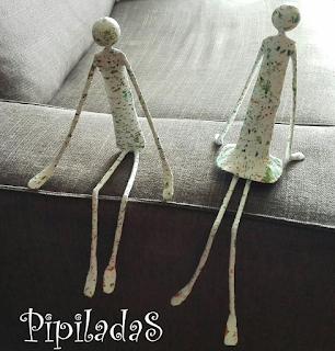 figuras sentadas papel maché pipiladas