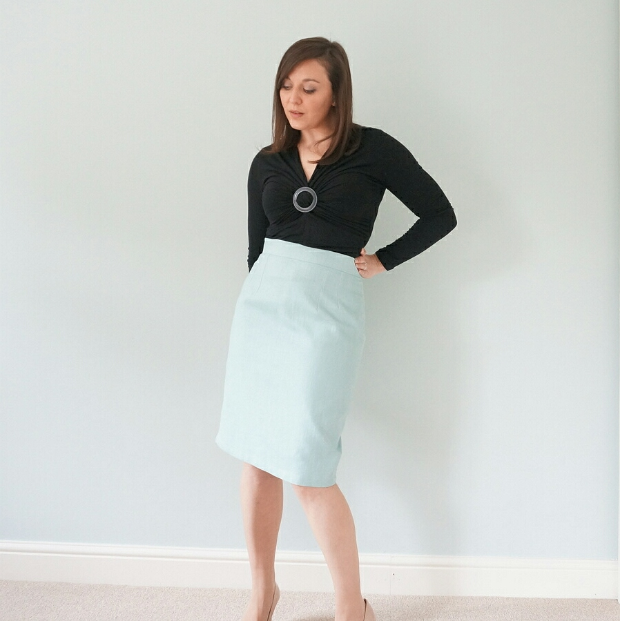 Lined pencil skirt with a waistband