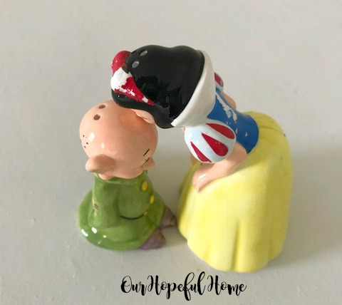 Disney Snow White Bashful Salt and Pepper Shakers collectibles