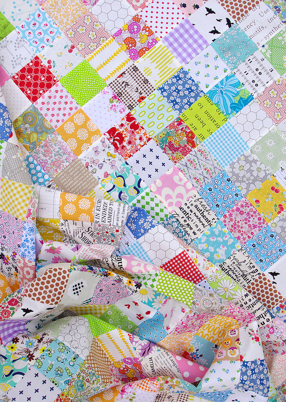 An Autumn Quilt ~ My project this week is inspired by the arrival of Autumn in Melbourne. In case you're not familiar with Autumn + Melbourne, please allow me to inform you that the weather this week has been magical. Summer has departed - and not a day to soon - leaving behind fresh cool mornings, blue skies, gentle cool breezes, and glorious sunshine. The leaves on the trees are only just starting to turn. This is my favorite season.