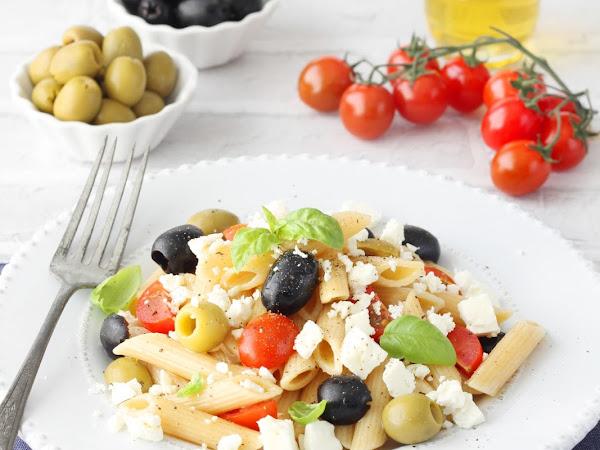 Insalata di pasta integrale alla greca