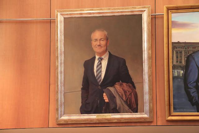 Retrato del exalcalde en el salón de plenos del Ayuntamiento de Barakaldo