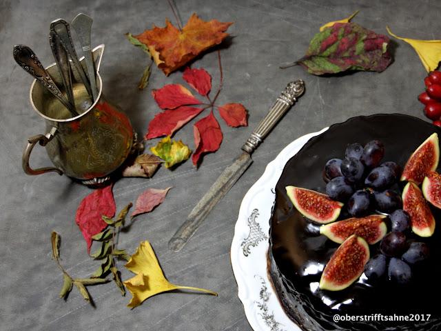 Torte mit Quitten, Schokolade, Walnuss, Sahne, Feigen