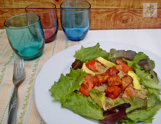 Ensalada de quinoa, aguacate y temph.