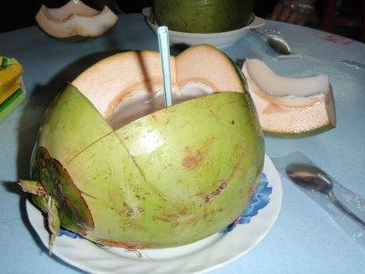 Manfaat air kelapa untuk ibu hamil muda tua dan janin 2 3 5 6 7 8 9 bulan bayi trismester trimester pertama hijau bahaya ijo bagi khasiat 4 buat minum kacang susu kedelai tips