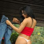 Andrea Rincon, Selena Spice Galeria 21 : Jean Azul y Top Rojo Foto 49