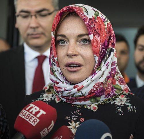 Lindsay Lohan Alami Perlakuan Buruk ini Usai Fotonya Memegang AlQuran Beredar